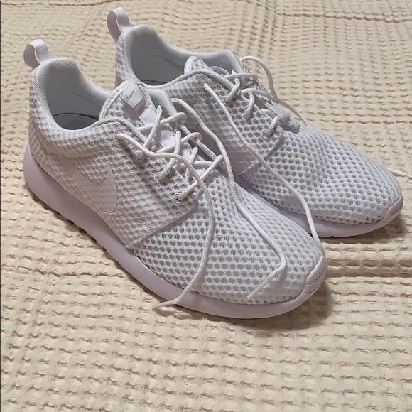 27b887a1ce02 Men's Nike Triple White Roshe Run One BR Size 9.5